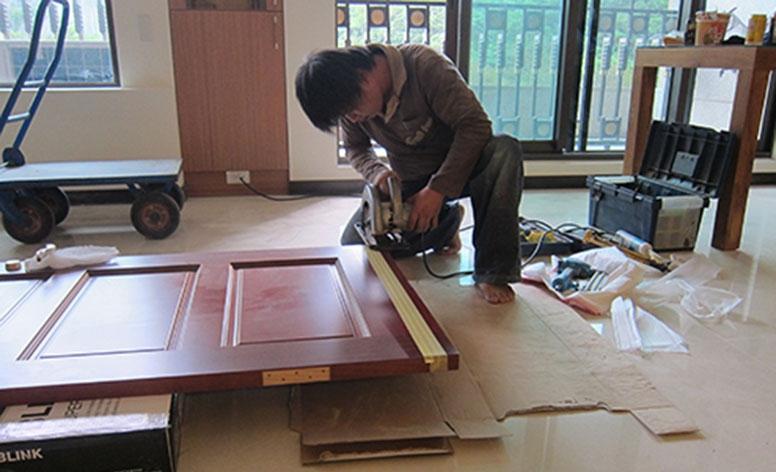 步驟12鋸門邊以符合地板高度